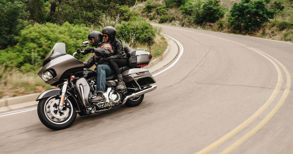 2016-Harley-Davidson-Touring-Road-Glide-Ultra1