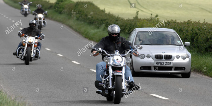 harley-davidson-motorcycles-overtaking-cars-britain-uk-ABERTY copy